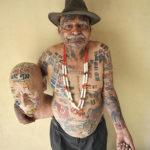 Un hombre cuenta con 305 banderas tatuadas en su cuerpo