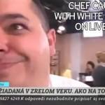 Pillan a un chef en directo preparándose una raya de cocaína