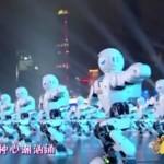 540 robots y 29 drones reciben bailando el Año del Mono