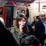 Una conductora de Metro confiesa, por descuido, una infidelidad por los altavoces