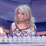 Mexicana sin brazos bate el récord de encender velas con los pies
