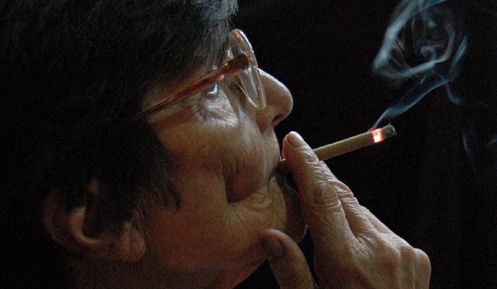 abuela_fumando_recortada