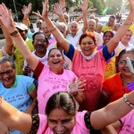 Cientos de mayores indios celebran con una carcajada colectiva el Día Mundial de la Risa