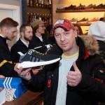 Unas zapatillas con abono transporte incluido causan furor en Berlín