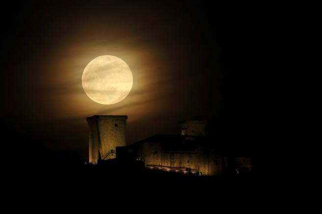 Superluna en Ourense - EFE