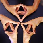 El juego de manos que te hipnotizará durante un minuto y medio