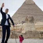 El hombre más alto y la mujer más pequeña juntos en Egipto
