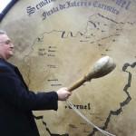 Teruel 'rompe la hora' con el bombo más grande del mundo
